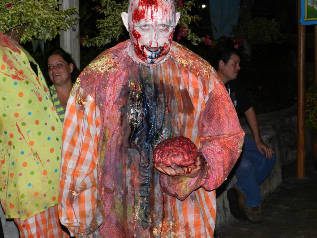 Howl-O-Scream Busch Gardens Tampa Bay. Zombie clown carrying a brain.