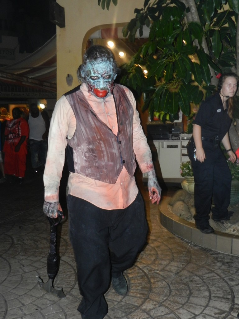 Busch Gardens Howl-O-Scream Tampa Bay. Zombie clown ready to prance on you.