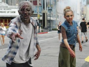 Halloween Horror Nights 2013 The Walking Dead Series