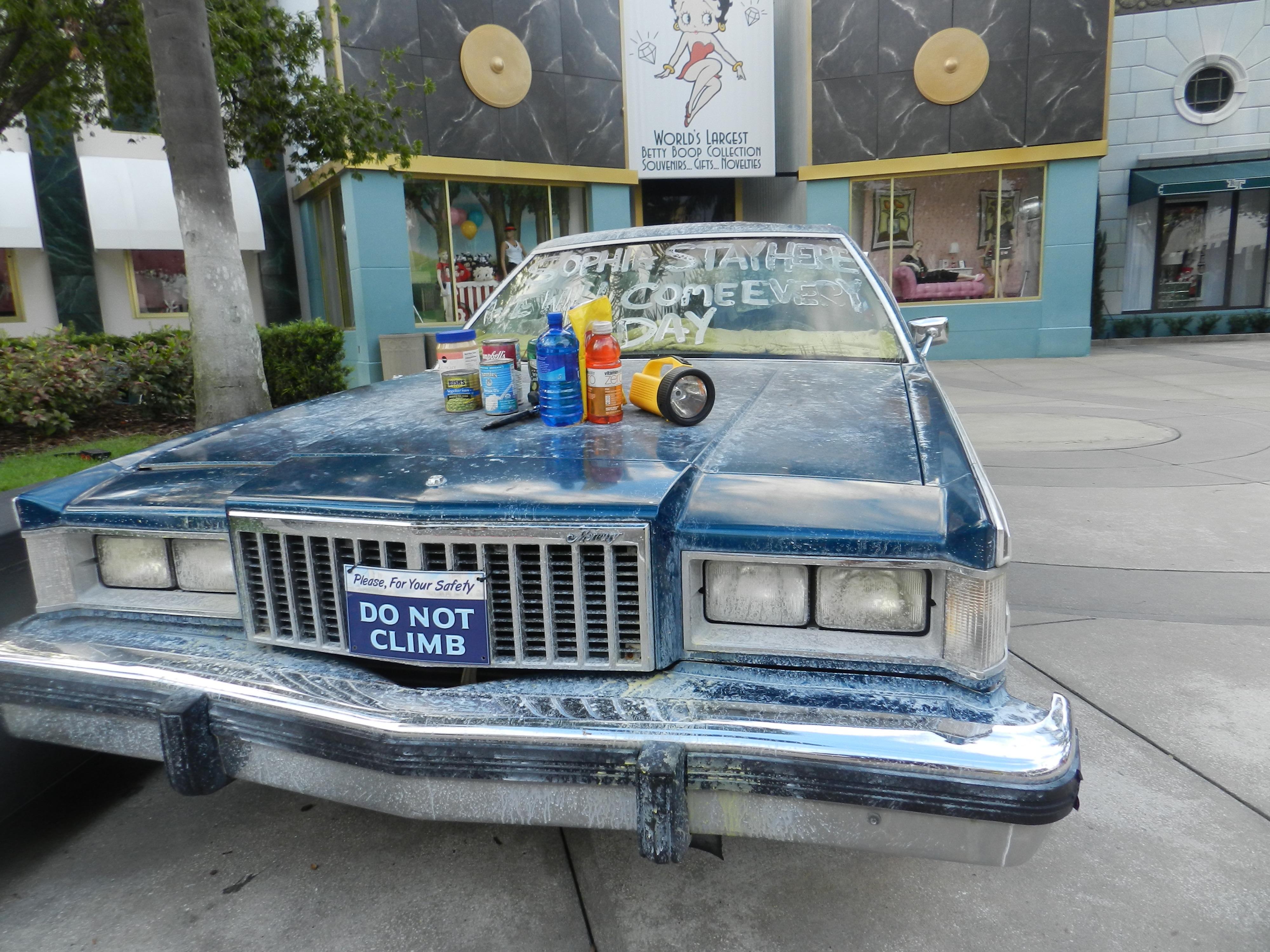 Halloween Horror Nights 2013 The Walking Dead Series Abandoned Car