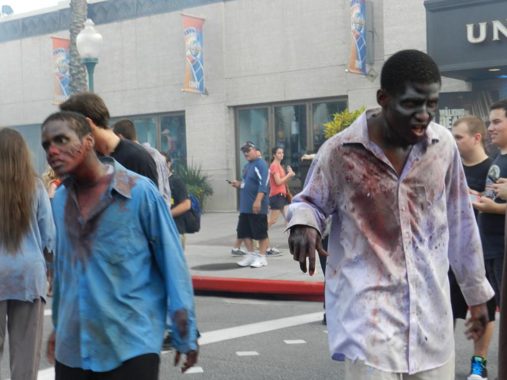 Halloween Horror Nights 2013 Walking Dead Zombies at Universal Studios