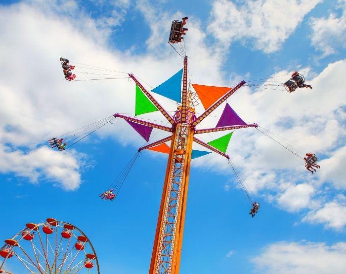 Amusement park carousel ride
