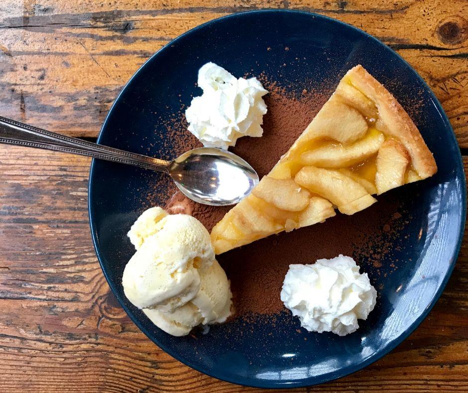 Tune In Lounge Disney World Apple Pie with Ice Cream.