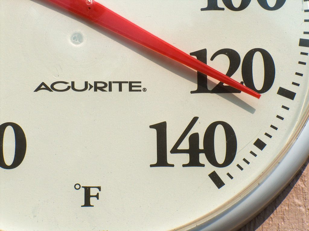 Temperature gauge with tips for theme park heat in florida