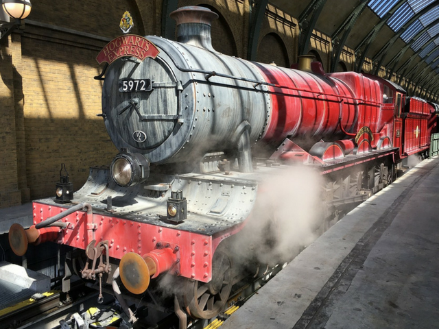 Hogwarts Express Red train ready to go at Wizarding World of Harry Potter. King's Cross Station #harrypotter #universalstudios #diagonalley #themepark