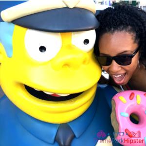 Simpsons Springfield universal studios cop and doughnut