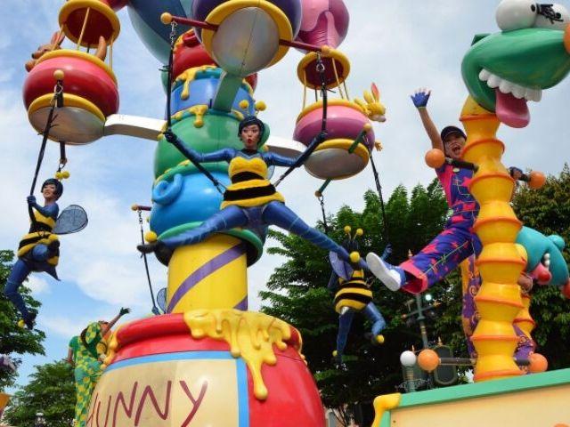 Hong Kong Disneyland winnie the pooh parade