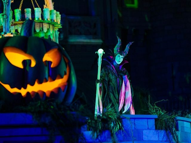 Mickeys Halloween Party Malificent Hocus Pocus