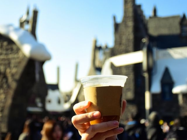 Butterbeer Universal Studios Recipe with hot butterbeer and Hogwarts castle in the background.