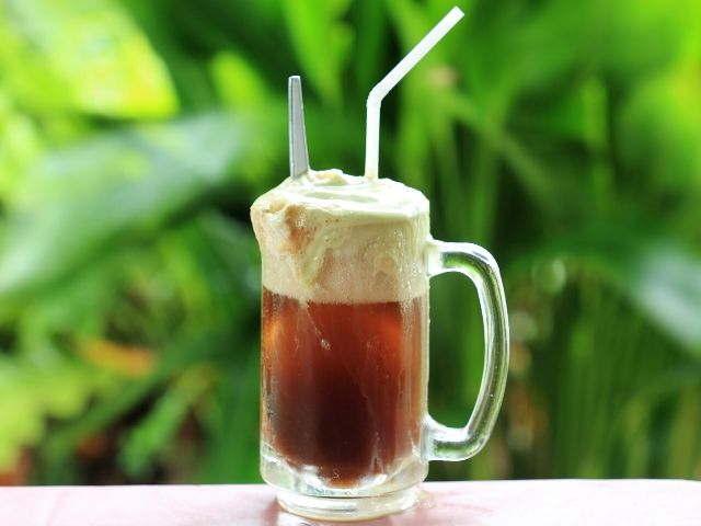 Butterbeer Universal Studios Recipe with creamy cream soda and frothy whip cream topping