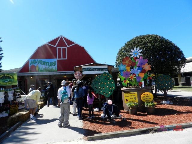 Florida State Fair Making Oranges with Red Barn House for the Ag Venture Education