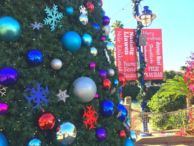 SeaWorld Christmas Tree Decorations with Red and Blue Bulb