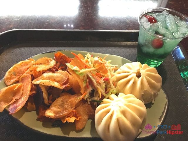 Cheeseburger Boa Bun and Cocktail in Pandora World of Avatar Food