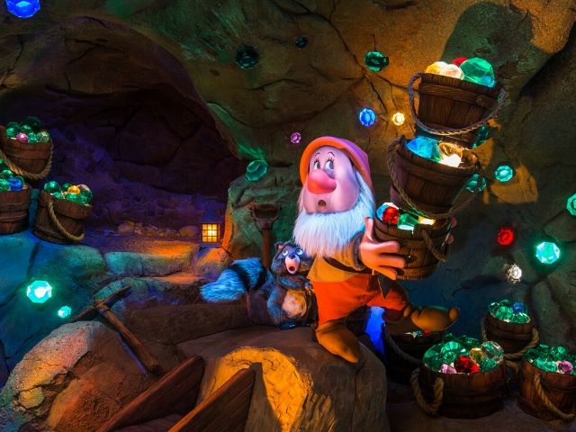 Seven Dwarfs Mine Train with Sneezy Mining for Gems