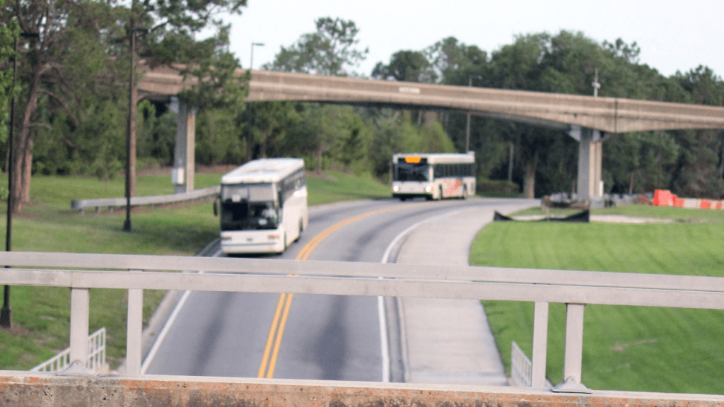 Monorail track with Buses