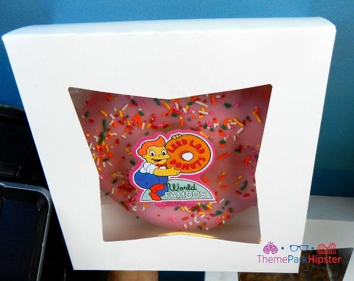Big pink donut at Lard Lad Donuts in Universal Studios