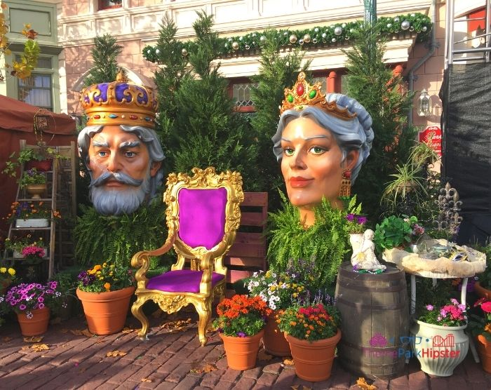 Universal Studios Mardi Gras French Twisted King and Queen Thrown