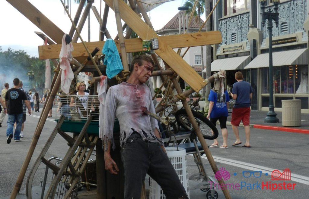 HHN 2013 Walking Dead Roaming Zombies